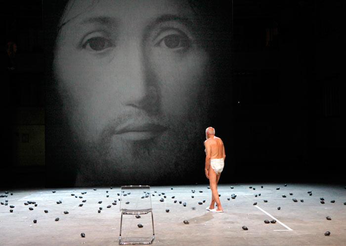 R. Castellucci spektaklis, išmatos ir kataklikų fanatizmas