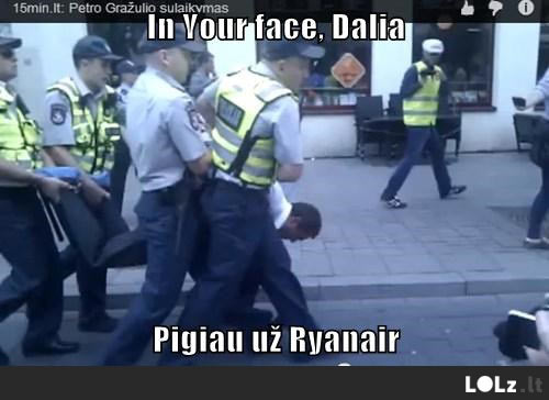 in-your-face-dalia