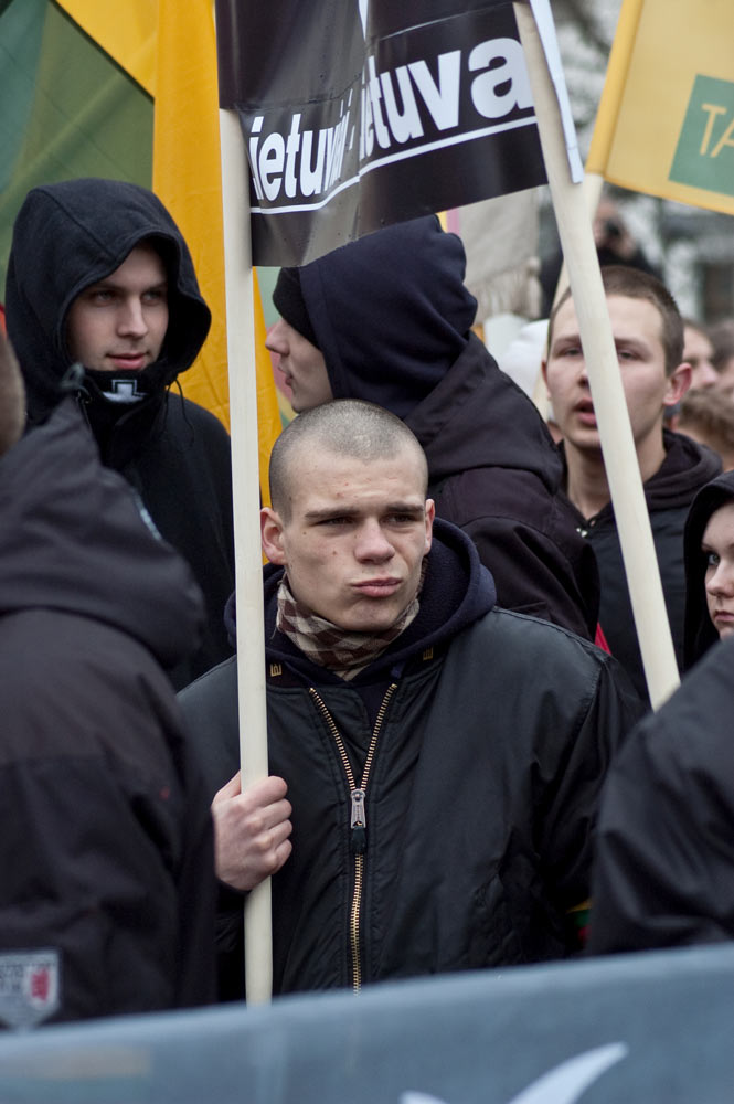 pūvanti kovo 11-osios ideologija gatvėse